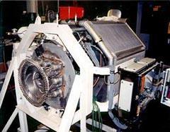 (b)エンジンの集熱ヒータ管部/25kWe級Dish Stirlingシステムと太陽光集熱部のエンジン発電機