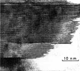 電子顕微鏡でみた二硫化モリブデン鉱の層状格子構造